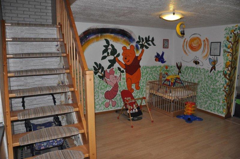 Wickelplatz und die Treppe ins Schlafzimmer